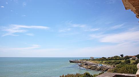 La maison principale vue mer